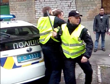 Двоє поліцейських у Києві вимагали від громадянина 17 тис. грн за довідку, яка видається безкоштовно, - ГПУ - Цензор.НЕТ 5515