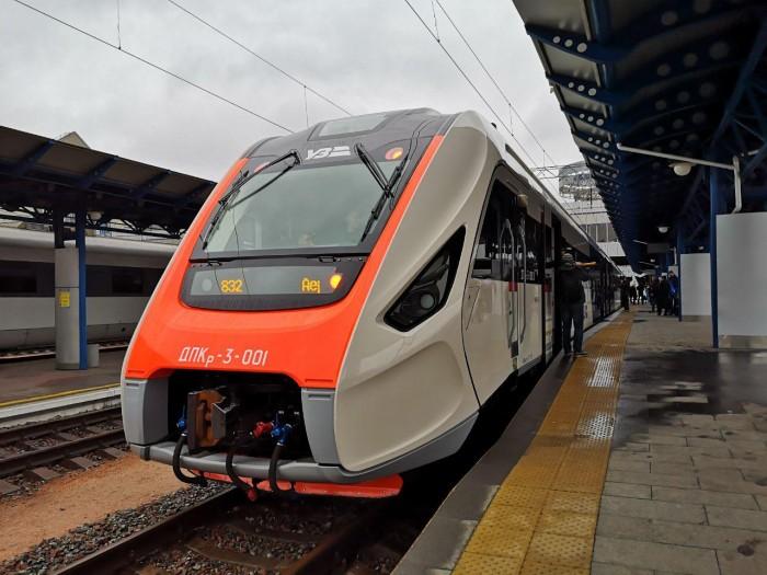 На маршрут Kyiv Boryspil Express вийшов новий дизель-поїзд вітчизняного виробництва - Цензор.НЕТ 8111