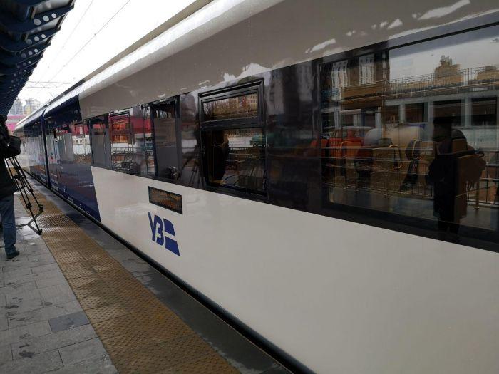 На маршрут Kyiv Boryspil Express вийшов новий дизель-поїзд вітчизняного виробництва - Цензор.НЕТ 5839